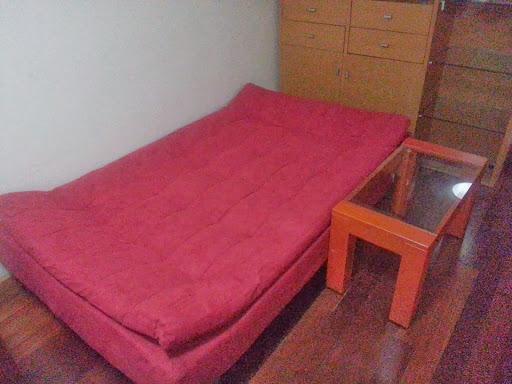 暗紅色的Sofa Bed