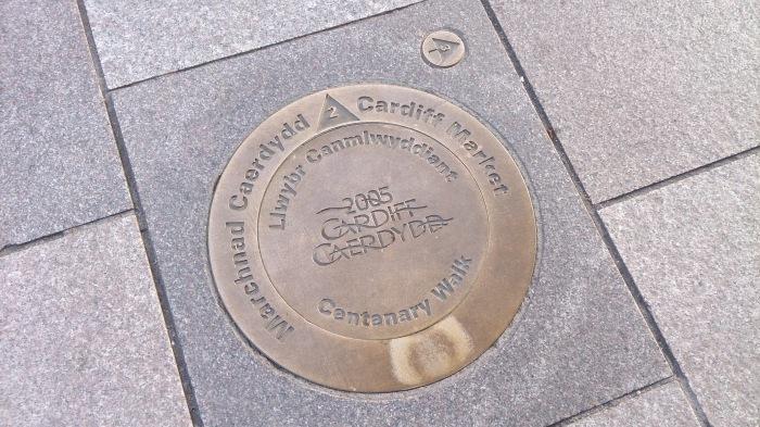 跟著地上的標記遊Cardiff,再沒方向感如我也不怕