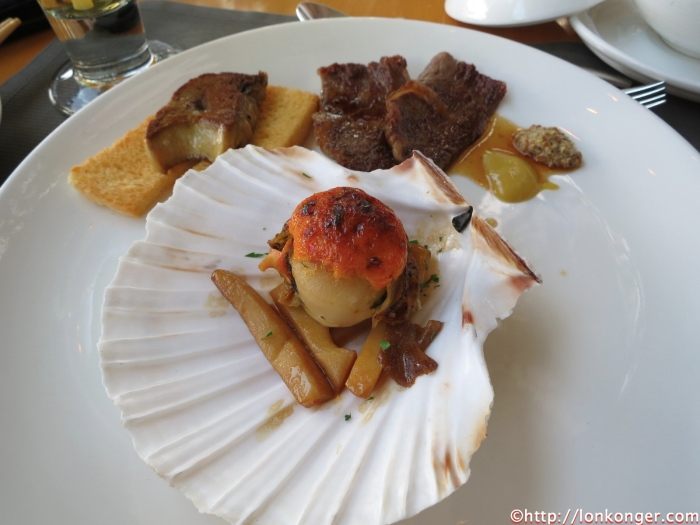 Fried Scallop with mushrooms (middle of the pic), Fried Foie Gras and Beef (beside the scallop)
