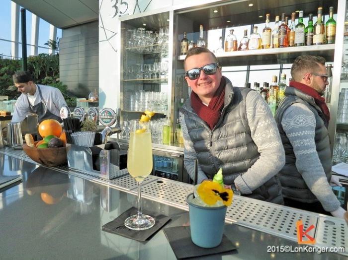 來自羅馬尼亞的Sky Pod Bar調酒師Mihai為人熱情,一邊調配雞尾酒一邊訴說自己在倫敦多姿多釆的生活。