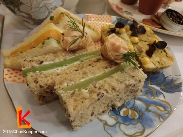 從三明治便能看出設計這個菜單的心思,雖然是傳統的組合(青瓜、雞蛋、coronation chicken跟三文魚),做法卻非常獨特。例如將coronation chicken做成pate,雞蛋則有點像流心蛋。