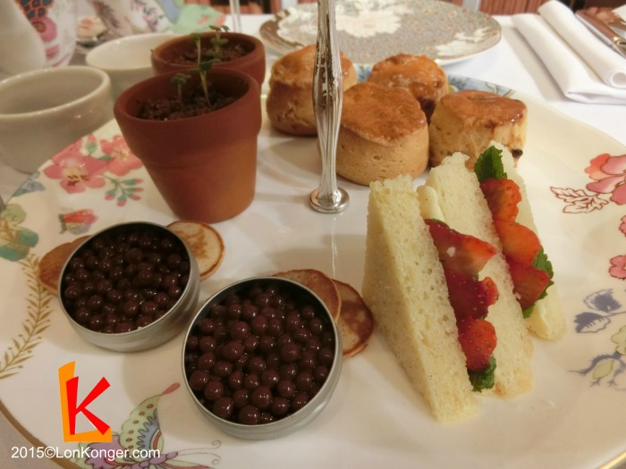朱古力「魚子」 (chocolate caviar),血橙海綿蛋糕(Victorian sponge cake sandwich with blood orange and pink grapefruit jelly),朱古力芝士蛋糕 (cheese cake, chocolate soil, basil)