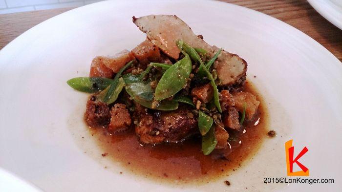 [Monkfish Liver & Sea Purslane] 質感像鵝肝,本來只有我跟M小姐願意吃內臟,但菜一上來看大家看到我們滿足的表情便都豁出去了 (£7.3)