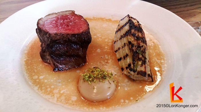 [Hebridean Lamb, Fennel & Anchovy] 羊份量有點小,肉煎得尚算可以,特點是中間那個醬,跟以前吃過的都不一樣,直至現在還不知道是甚麼。 (£15.5)