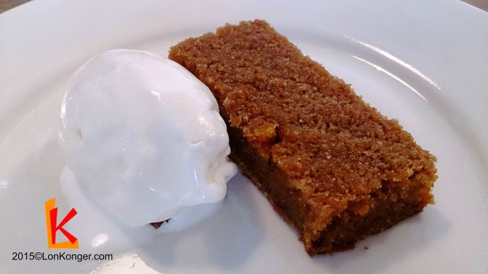 [Treacle Tart & Milk Ice Cream] Treacle tart是英國以外比較少見的甜品,質感像檸檬批,只不過把檸檬換了糖漿而成。(£6.3)