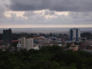 館外空地可俯瞰美里市一帶的景色。