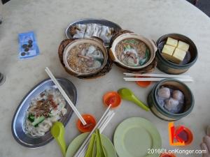 前往機場前的早餐-砂煲麵 RM4,點心RM2-3,有馬拉糕、蝦餃、腸粉等