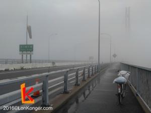 被大霧籠罩的多多羅大橋